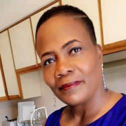 Rencontre Femme Haïti Carline 40ans, 170cm et 120kg - BlackAndBeauties